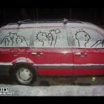 Auto con disegni nel ghiaccio