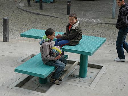 Sedersi nel bel mezzo della strada !!