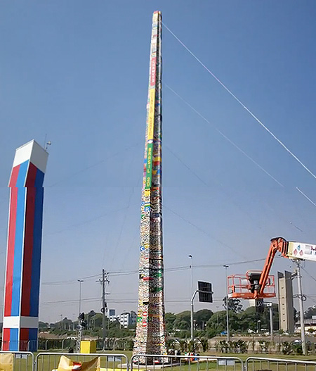 La torre piu' alta del mondo costruita interamente con i LEGO !!!