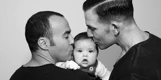 I figli adottati da genitori gay crescono bene